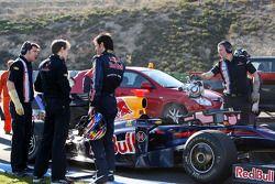 Mark Webber, Red Bull Racing, RB5, s'arrête sur le circuit