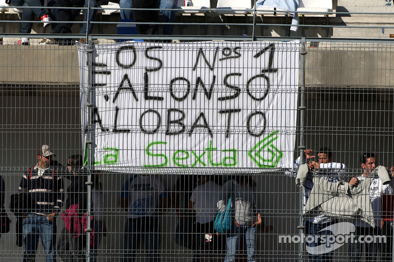 Banners for Fernando Alonso, Renault F1 Team
