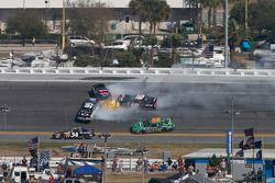 L'accident de Steve Wallace, Scott Lagasse, Justin Allgaier et Carl Edwards