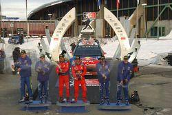Podium: les vainqueurs Sebastien Loeb et Daniel Elena, les deuxièmes Mikko Hirvonen et Jarmo Lehtinen, et les troisièmes Jari-Matti Latvala et Miikka Anttila