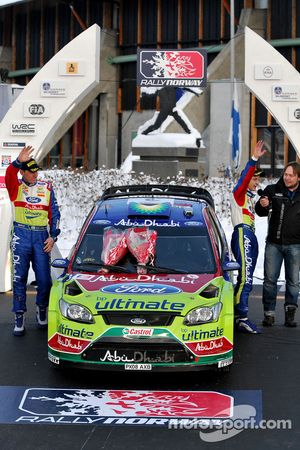 Podium: les deuxièmes Mikko Hirvonen et Jarmo Lehtinen, Ford Focus RS WRC08, BP Ford Abu Dhabi World Rally Team