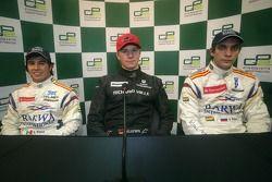Nico Hulkenberg célèbre sa première place avec Sergio Perez et Vitaly Petrov