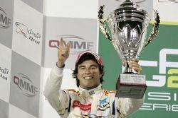 Podium: en seconde place Sergio Perez