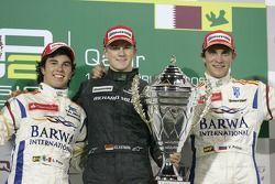 Podium: le vainqueur Nico Hulkenberg, en seconde place Sergio Perez, en troisième place Vitaly Petrov
