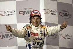 Podium: le gagnant Sergio Perez
