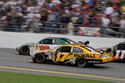 Matt Kenseth, Roush Fenway Racing Ford, Dale Earnhardt Jr., Hendrick Motorsports Chevrolet