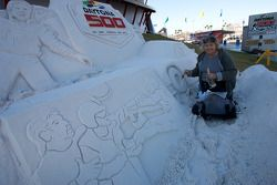 Champion's breakfast: the artist repairs the sand sculpture in front of Daytona 500 Experience that suffered damage from the rain fall from the night
