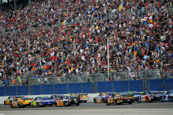 Back straight action in the Daytona 500