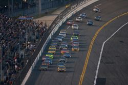 Elliott Sadler, Richard Petty Motorsports Dodge and Matt Kenseth, Roush Fenway Racing Ford battle for the lead
