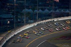 Elliott Sadler, Richard Petty Motorsports Dodge leads the field