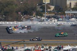 L'accident de Steve Wallace, Scott Lagasse et Justin Allgaier