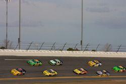 Scott Lagasse devant un peloton de voitures