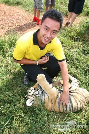 Aaron Lim, pilote A1 Team Malaysia dans la réserve naturelle Rhino & Lion