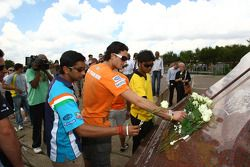 Narain Karthikeyan, driver of A1 Team India with Dennis Retera, driver of A1 Team Netherlands with the Hector Peterson Memorial