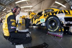 The Dewalt Roush Ford crew gets ready to practice
