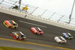 Martin Truex Jr., Earnhardt Ganassi Racing Chevrolet and Jeff Gordon, Hendrick Motorsports Chevrolet battle