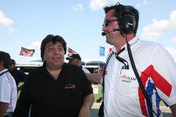 Tony Teixeira, président de l'A1 GP avec Eric