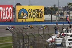 Des fans sur leurs camping-cars pour regarder la course