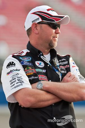 Crew chief Mike Kelly