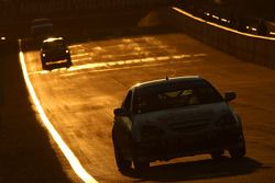 #21 Hankook Tyres/ DBA, Honda Integra: Terry Conroy, Lee Burbess, Leanne Tander