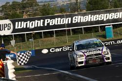 Glyn Crimp, Tony Ricciardello et Stuart Kostura (N°55) finissent second sur Mitsubishi Lancer Evolution X