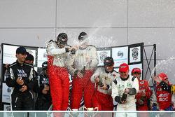 Rod Salmon, Tony Longhurst et Damien White (N°1) remportent en 2009 les 12 Heures de Bathurst