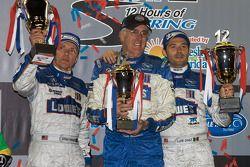 Podium LMP2: les vainqueurs de la catégorie Adrian Fernandez et Luis Diaz avec Tom Anderson