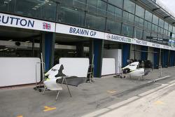 Les garages Brawn GP