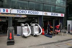 Le garage Toro Rosso