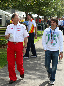 Frank Dernie (Toyota Racing) et Timo Glock (Toyota F1 Team)