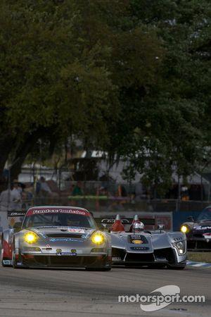 Dirk Werner, Wolf Henzler, Richard Lietz (Porsche 911 GT3 RSR N°87) et Rinaldo Capello, Tom Kristens
