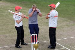 Heikki Kovalainen, McLaren Mercedes, Shane Warne, Former Australian International Cricket player, Le
