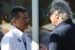 Dr. Mario Theissen, directeur général de BMW Motorsport Director et Flavio Briatore, manager général de Renault F1 Team