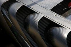 Détail du travail sur la Audi R15 TDI