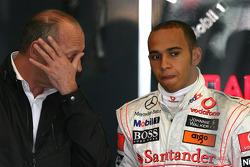 Исполнительный директор McLaren Рон Деннис и Льюис Хэмилтон, McLaren Mercedes
