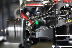 Vue de la suspension avant de la McLaren MP4-24
