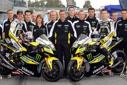 Colin Edwards et James Toseland avec leur Yamaha YZR-M1 et l'équipe Tech3