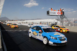 Nicola Larini, Chevrolet, Chevrolet Cruze, au départ