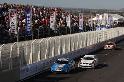 Robert Huff, Chevrolet, Chevrolet Cruze et Jorg Muller, BMW Team Germany, BMW 320si