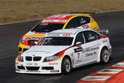 Jorg Muller, BMW Team Germany, BMW 320si, dépasse Jordi Gene, Seat Sport, Seat Leon 2.0 TDI