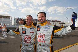 Yvan Muller, Seat Sport and Rickard Rydell, Seat Sport celebrating