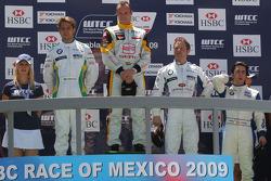 Podium: Augusto Farfus, BMW Team Germany, Rickard Rydell, Seat Sport, Andy Priaulx, BMW Team UK et Félix Porteiro, Scuderia Proteam Motorsport