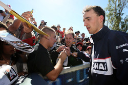 Robert Kubica, BMW Sauber F1 Team, signant des autographes
