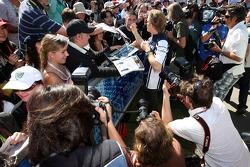 Nico Rosberg, Williams F1 Team, signant des autographes