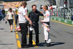 Christian Horner, directeur sportif de Red Bull Racing et Heikki Kovalainen, McLaren Mercedes