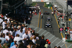 Nico Rosberg, Williams F1 Team et Kazuki Nakajima, Williams F1 Team dans la pitlane