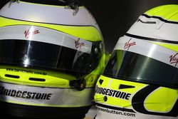 Helme von Rubens Barrichello, Brawn GP, und Jenson Button, Brawn GP