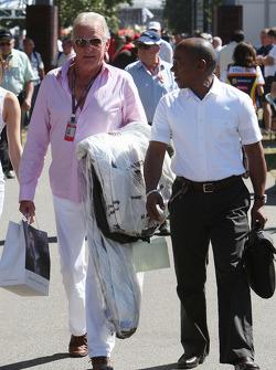 John Button, père de Jenson Button, Brawn GP avec Anthony Hamilton, père de Lewis Hamilton
