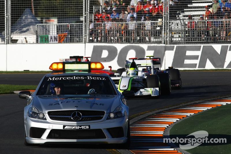 Safety car ahead of Jenson Button, Brawn GP, BGP001