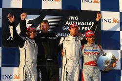Подиум: победитель - Дженсон Баттон, Brawn GP, второе место - Рубенс Баррикелло, Brawn GP, третье ме